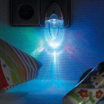 Lunartec-Veilleuse-LED--couleur-changeante-et-dtecteur-de-lumire-0